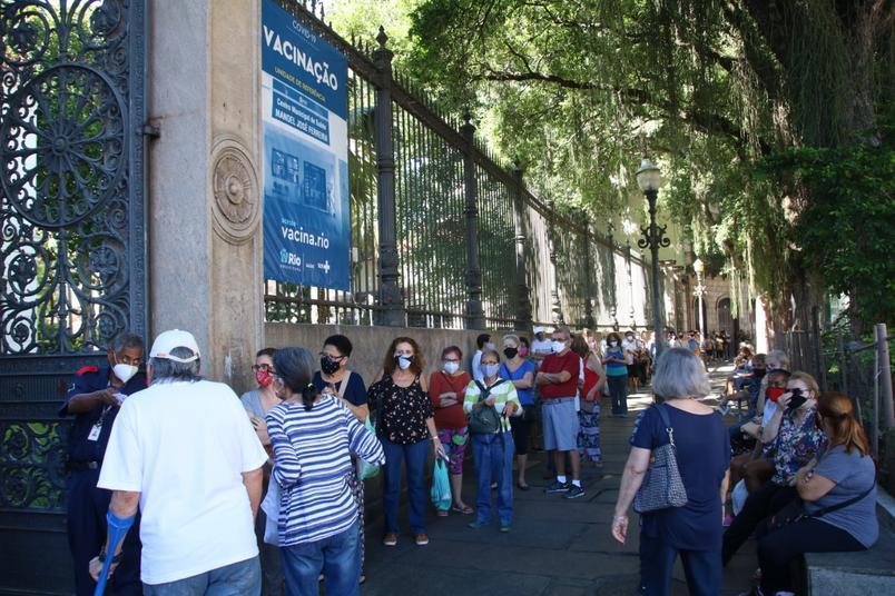 巴西里约热内卢市开始为服务性行业人群接种新冠疫苗