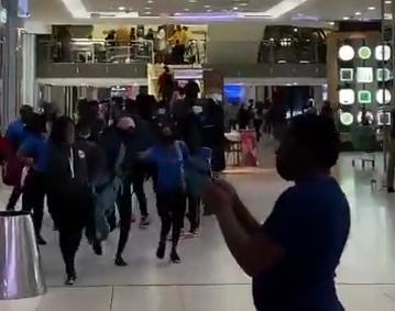 南非约翰内斯堡购物中心收到炸弹威胁 人员紧急撤离