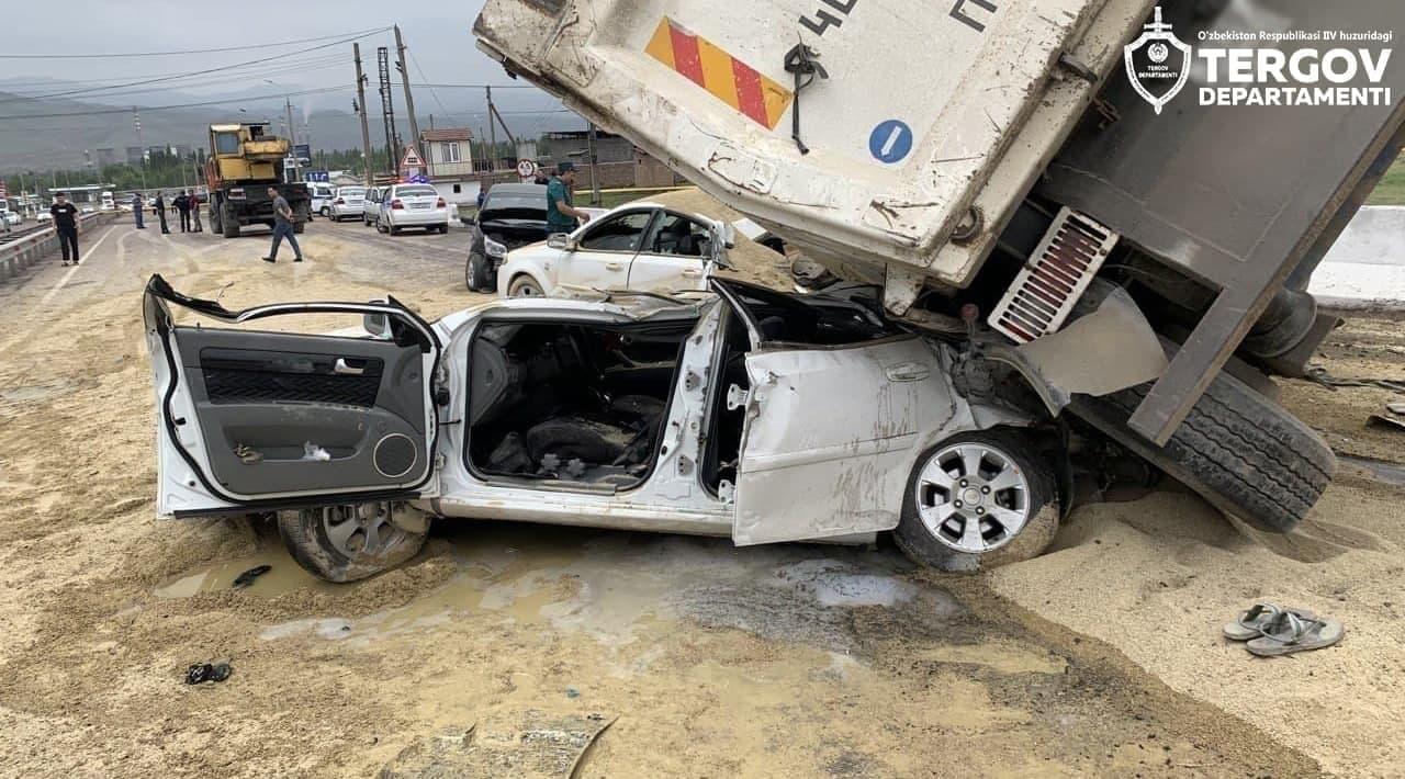 乌兹别克斯坦一货车失控造成连环相撞事故 致7死14伤