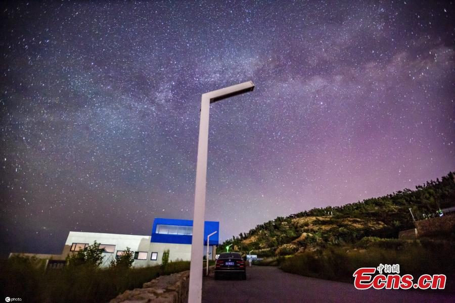<p>Buildings and the starry sky make the night view intoxicated in the Golden Rock Bay, Rongcheng City, Shandong Province, June 5, 2021. (Photo/IC)</p>