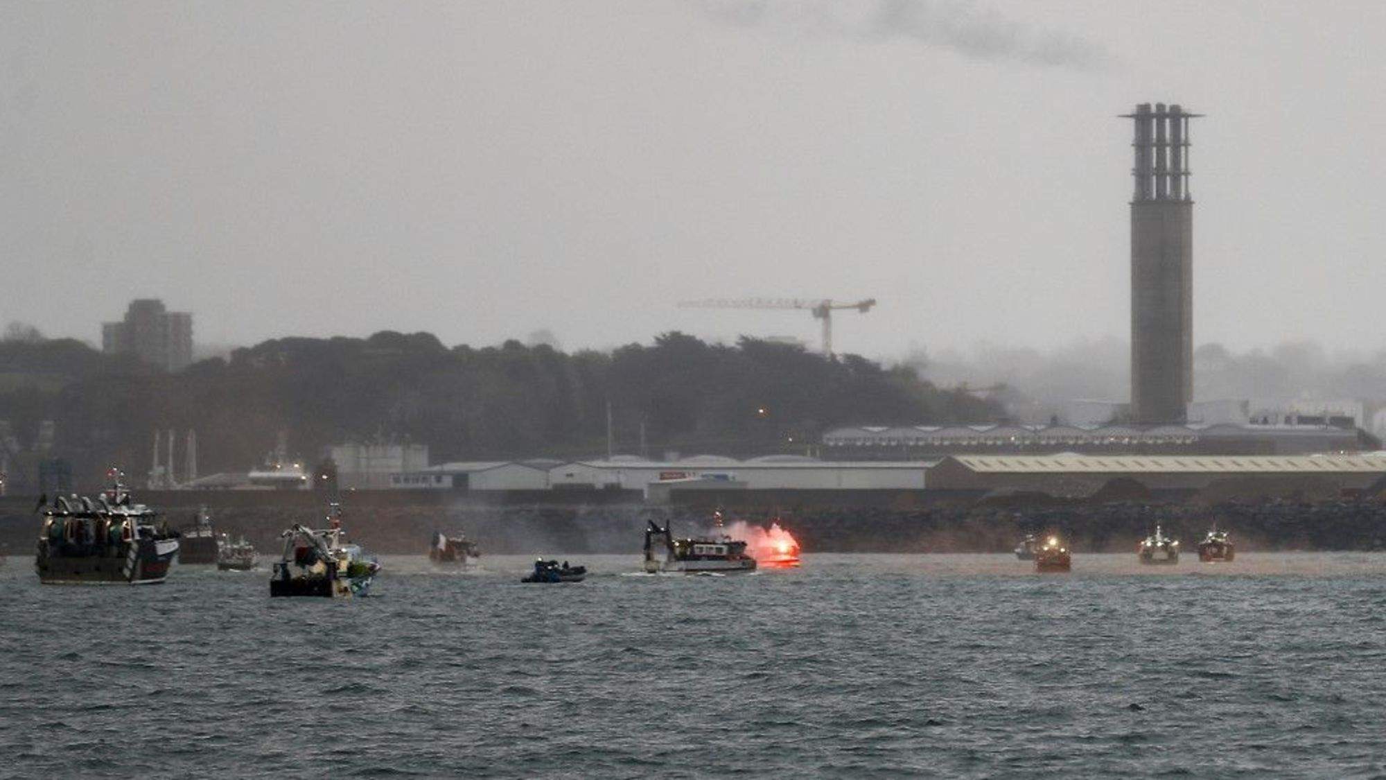 英法捕鱼风波暂时平息 泽西岛水域临时执照延期3个月