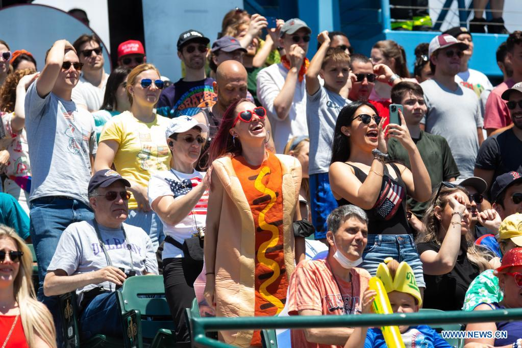 People watch a hot dog eating contest in New York, the United States, on July 4, 2021. Defending champion Joey Chestnut broke his own world record Sunday by devouring 76 hot dogs in 10 minutes at the contest. Michelle Lesco won the women's title by eating 30.75 hot dogs in 10 minutes. (Xinhua/Michael Nagle)