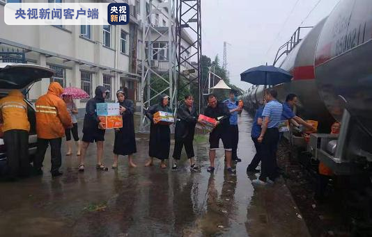 郑州局全力为FK600次列车供应物资