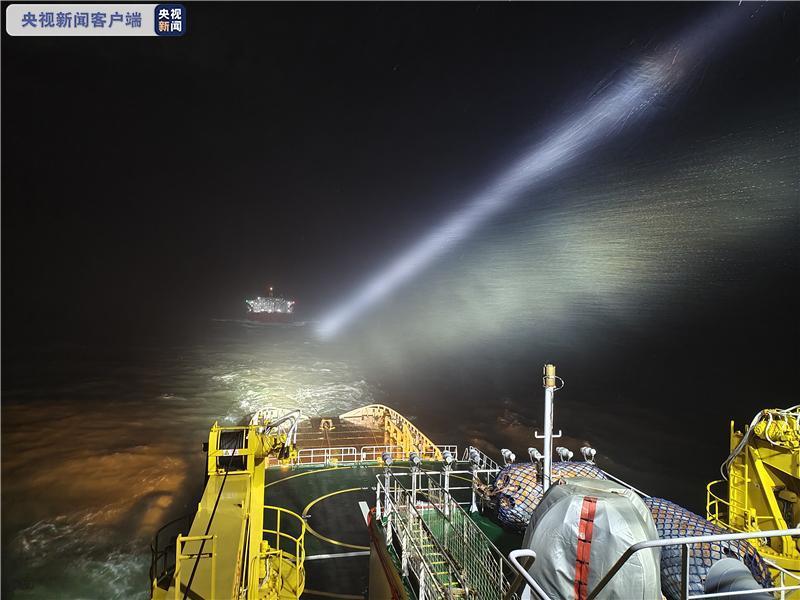 一外籍货船在长江口金山航道遇险 17名船员全部获救图片