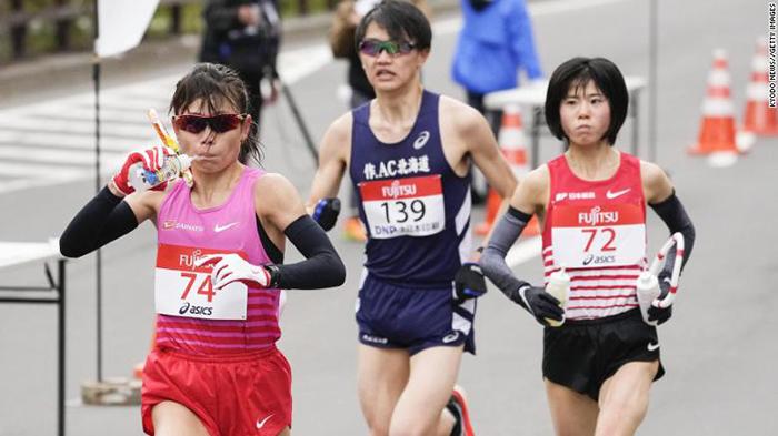 △跑步者在札幌参加半程马拉松奥运会测试赛
