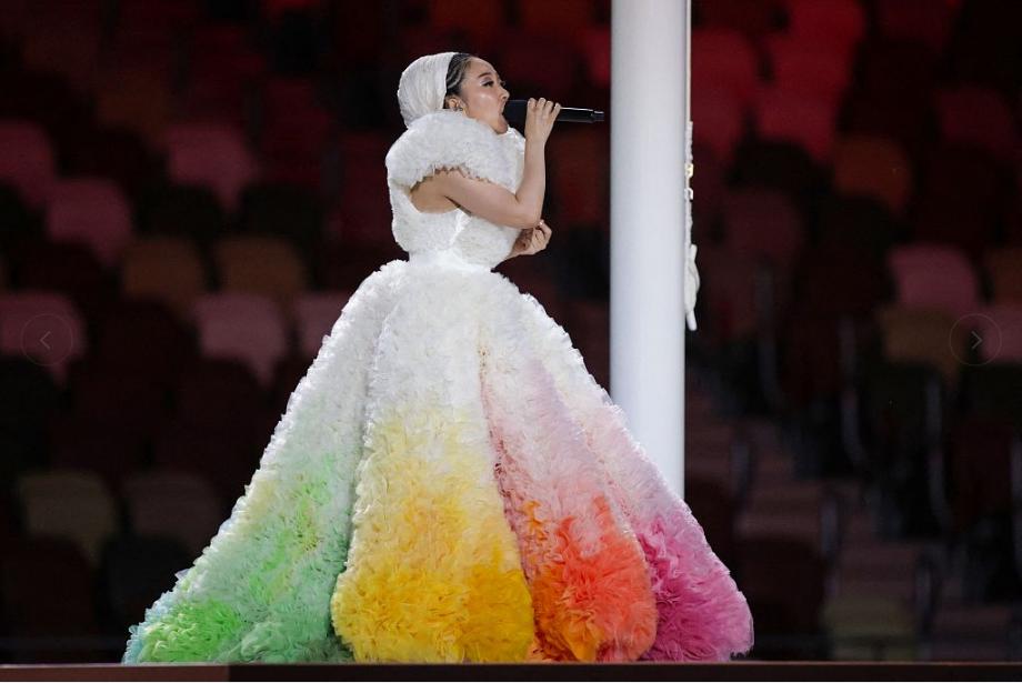 """奥运会开幕式MISIA""""刨冰裙""""引热议 设计师解释理念"""