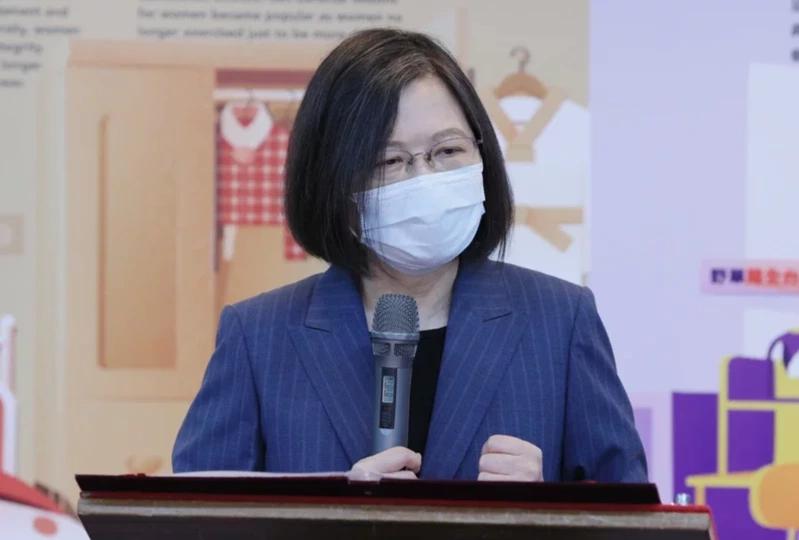 苏贞昌、蔡英文先后发文称取得疫苗突破千万剂,网友讽刺:不清楚台湾有多少人吗?