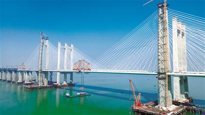 福厦高铁泉州湾大桥成功合龙 中国高铁迈入跨海时代