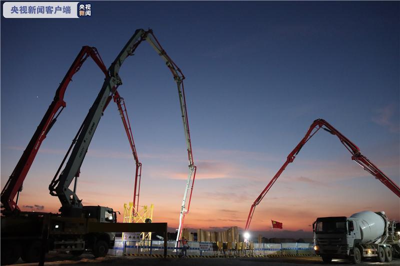 广西第一跨海大桥龙门大桥东岸主塔承台完成混凝土浇筑