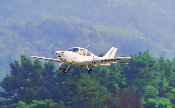 航空工业集团研制的AG100适航验证机顺利完成首飞