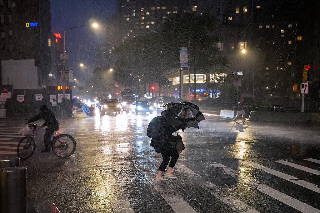 纽约强降雨已致至少7人死亡,当地首次因暴雨宣布紧急状态
