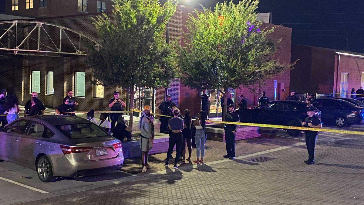 美国堪萨斯州突发枪击事件,造成1人死亡7人受伤
