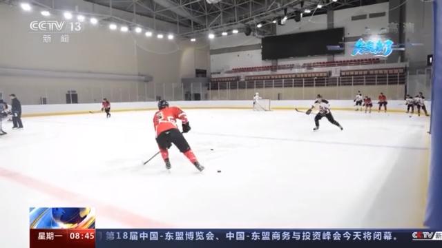 冬奥来了丨首次冬奥之旅 中国男子冰球全力备战