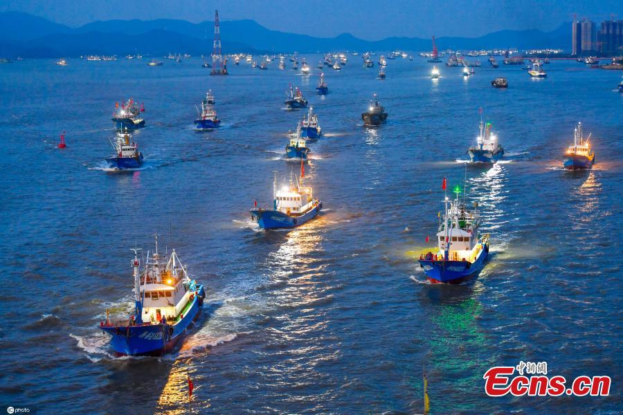 <p>Nearly 3,000 fishing boats sail to the East China Sea after the summer fishing ban was lifted in Zhoushan, east China's Zhejiang Province, Sept. 17, 2021. Affected by typhoon Chanthu, local authorities extended the fishing ban until 6 a.m. Friday. (Photo: IC photo/Shen Lei)</p>