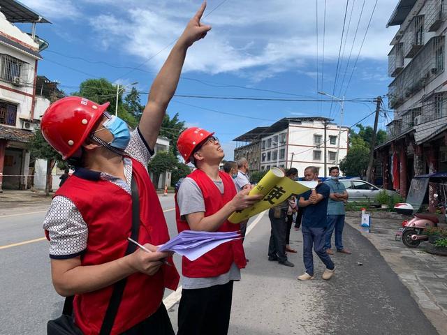 泸县部分受灾群众重返家园
