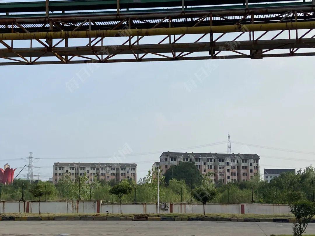 廉租房的四栋房子距离厂区较近