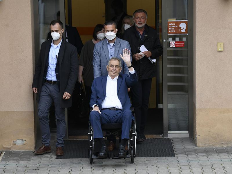 捷克总统泽曼出院 住院期间进行了多项身体检查