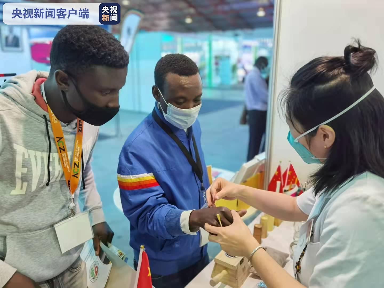 传统中医药亮相津巴布韦国际贸易展