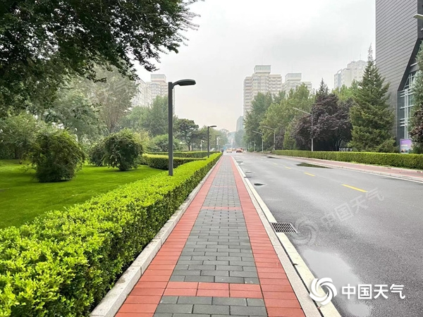 """华北黄淮秋雨缠绵 南方""""秋老虎""""横行"""