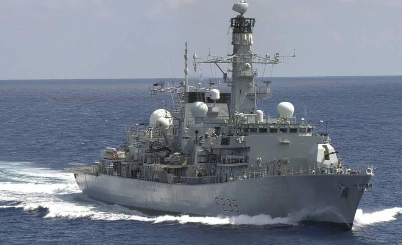 """英""""里士满""""号护卫舰首次穿越台湾海峡,英网友怒斥"""