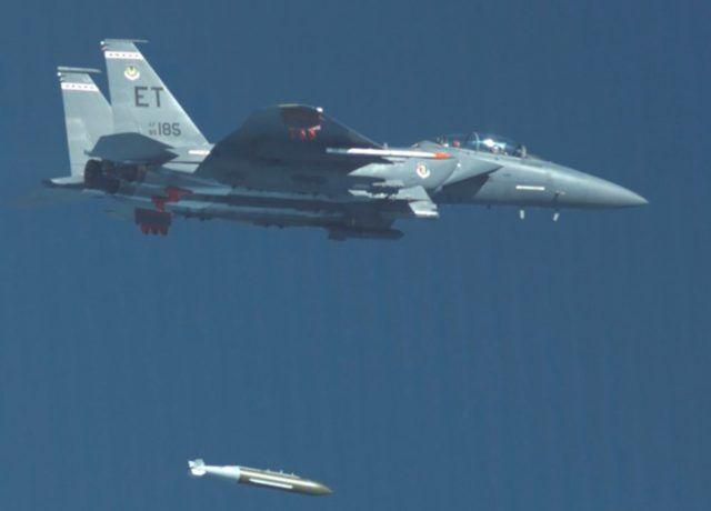 美军首次测试5000磅钻地制导炸弹 战术飞机就可使用