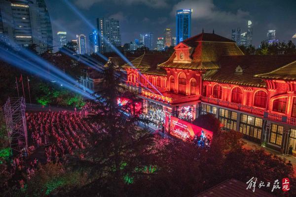 连续15年,秋天的上海科学会堂草坪上又响起了音乐