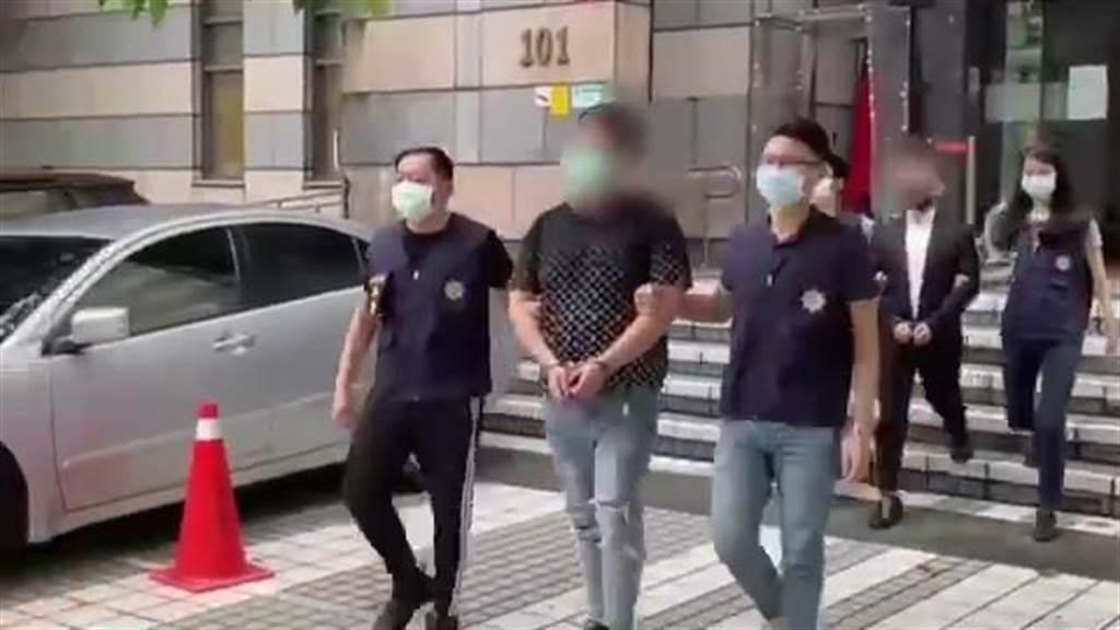 """警方将开车冲撞警察的蒋姓男子等嫌犯逮捕。图自台湾""""中时新闻网"""""""
