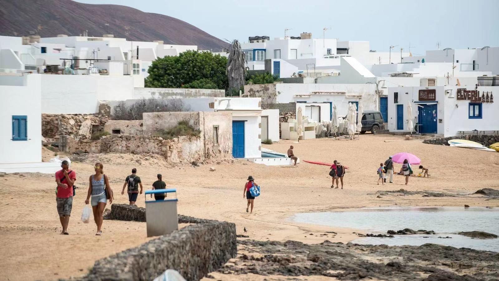 西班牙格拉西奥萨岛首次出现疫情集中暴发