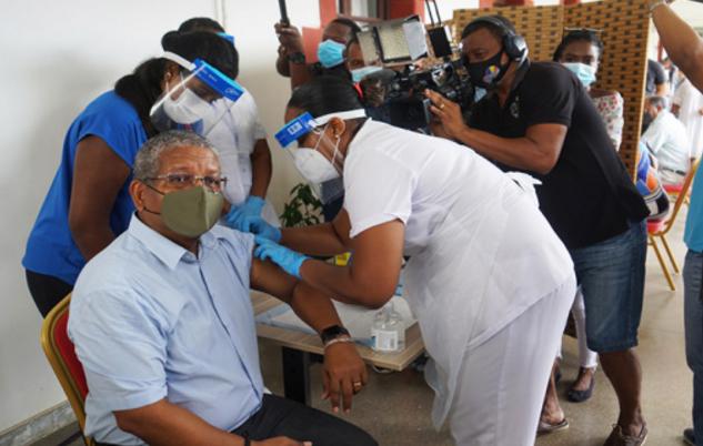塞舌尔总统接种中国疫苗(图)图片