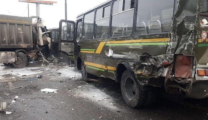 俄军车车队遭遇交通事故 已致4人死亡