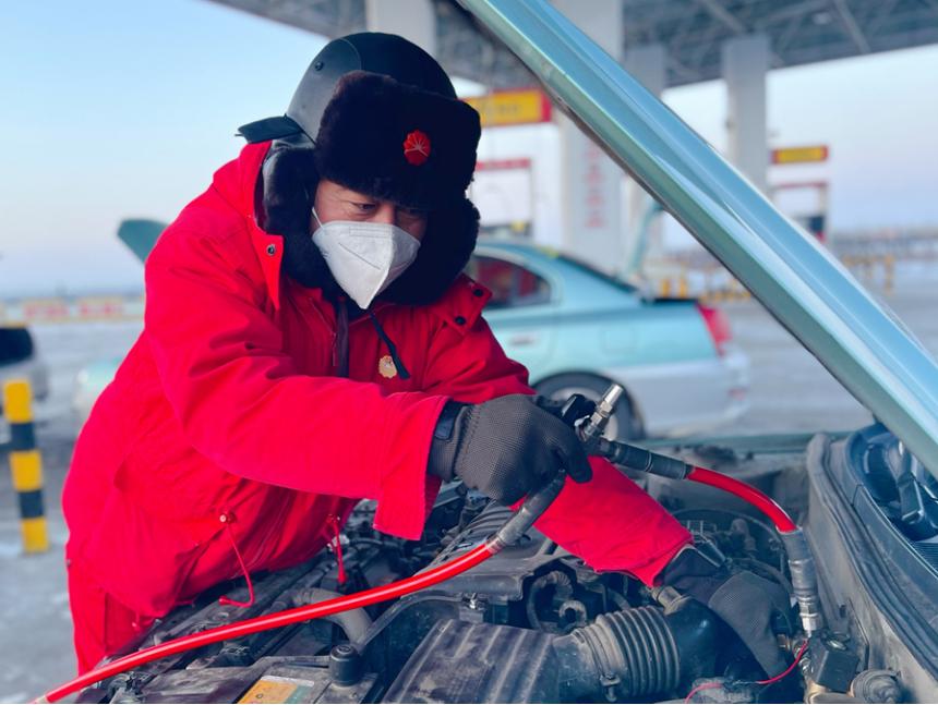 """中石油天然气销售吉林分公司力保全省""""过暖冬"""""""