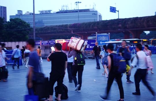 24省份倡议就地过年 春节你打算怎么过?图片