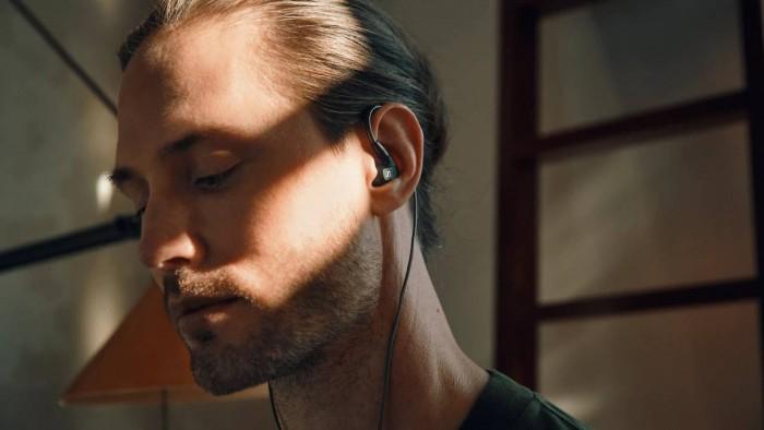 森海塞尔发布全新IE 300入耳式耳机和汽车音响技术