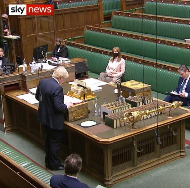 英国首相约翰逊:将尽快实现24小时新冠疫苗注射服务