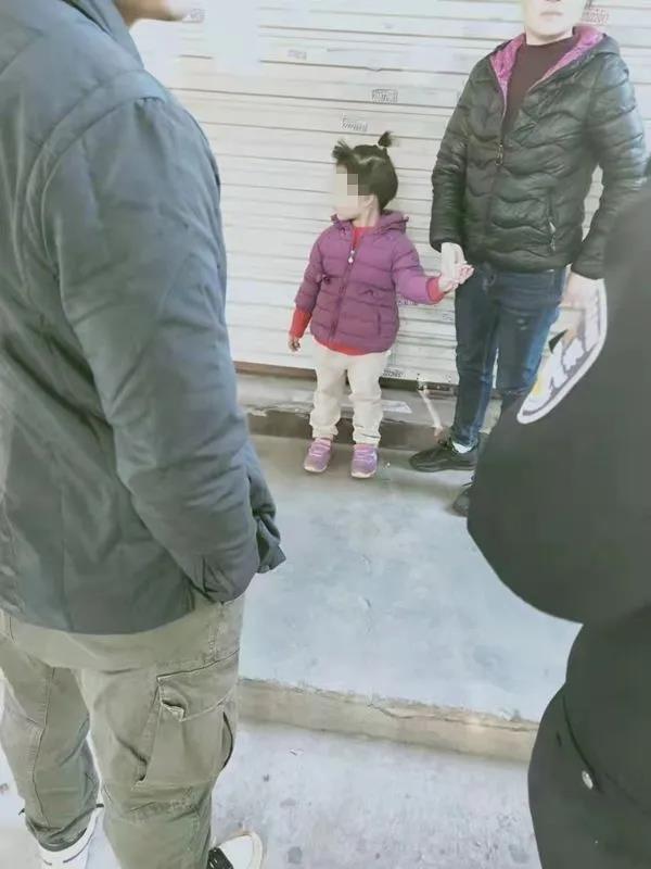 头发被剪衣服被换 泉州5岁女童失踪7小时后被陌生女子送回