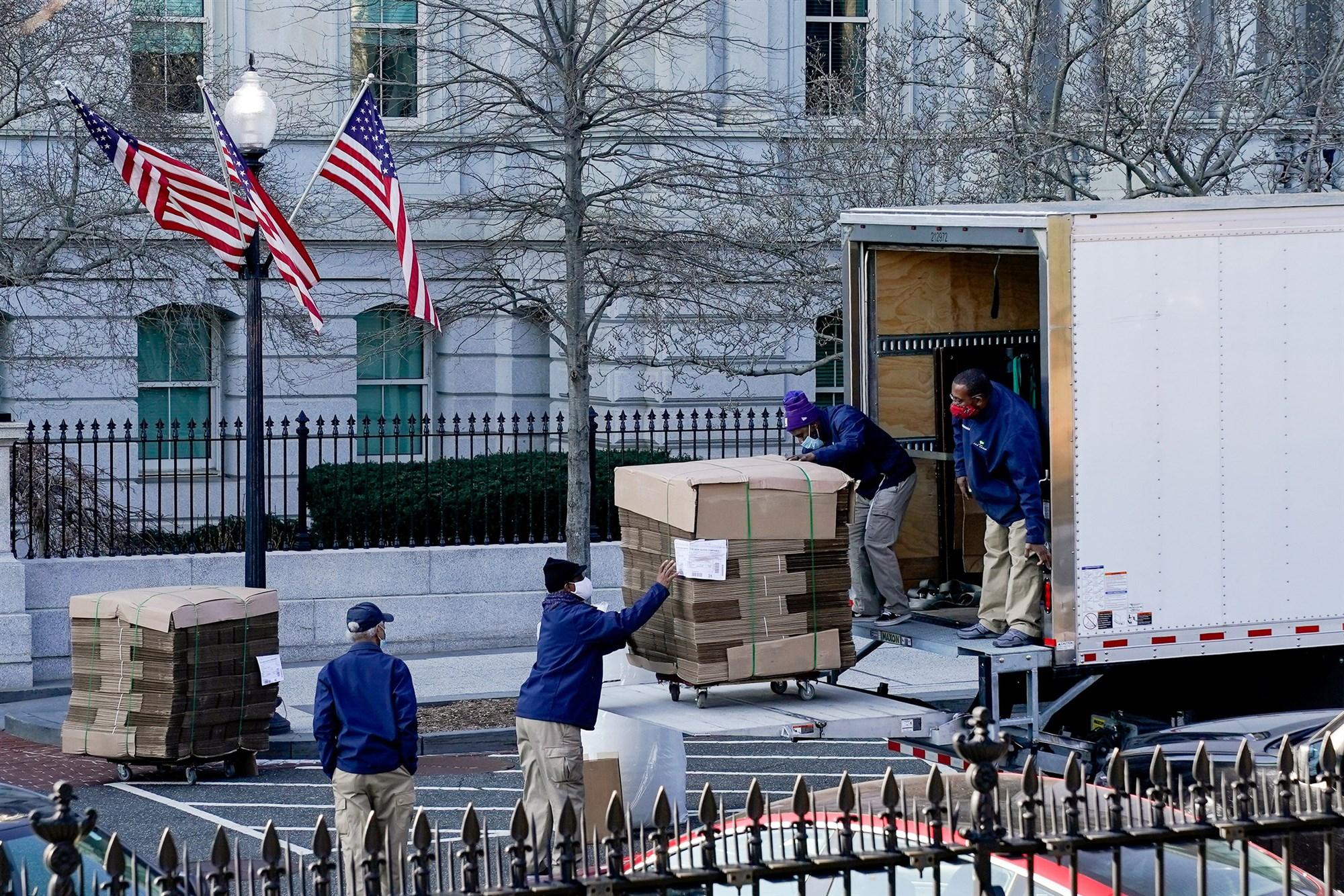外媒:特朗普任期倒计时,大量空箱子已运抵白宫