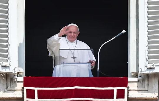外媒:教皇方济各接种新冠疫苗 93岁前教皇同天注射