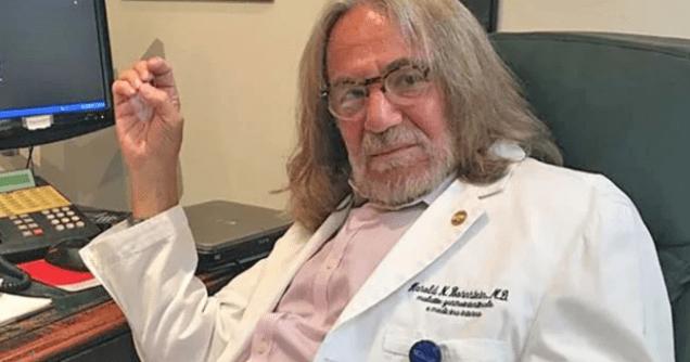 """服务特朗普30年私人医生去世,曾因披露""""总统脱发""""而被解雇"""
