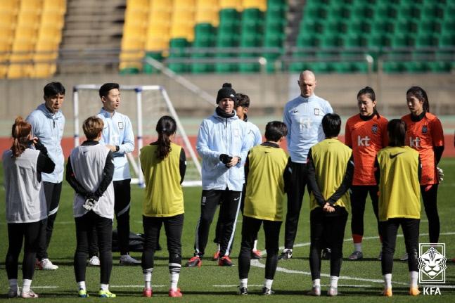 韩媒:中韩女足奥预赛面临再次延期,获在中立场地进行