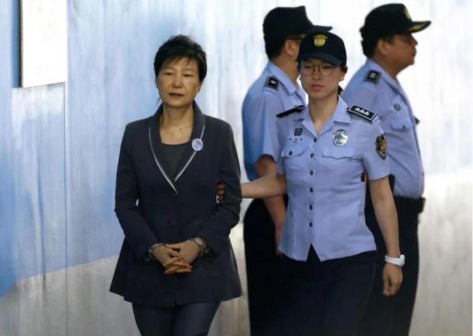"""朴槿惠刚被判20年就有望获特赦?青瓦台官员:现在就谈赦免""""不合适"""""""