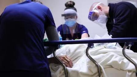 美国过去两周的新冠肺炎死亡人数打破纪录