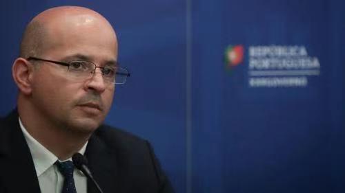 葡萄牙财政部部长若昂-莱奥新冠病毒检测结果呈阳性