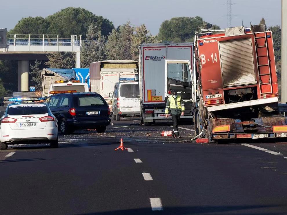 西班牙一高速公路发生卡车碾压事故 致3人死亡