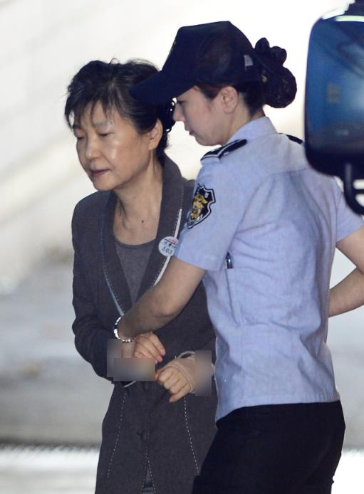 朴槿惠收到巨额罚单:一月交1亿人民币 否则3年苦役