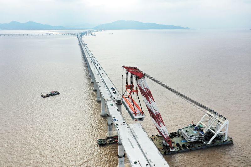 中铁大桥局承建的舟岱大桥主通航孔南侧桥面全部合龙