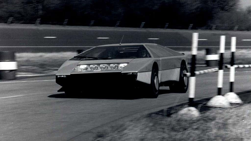 """复古阿斯顿·马丁""""斗牛犬""""概念车在40年后向时速200英里发起冲击"""