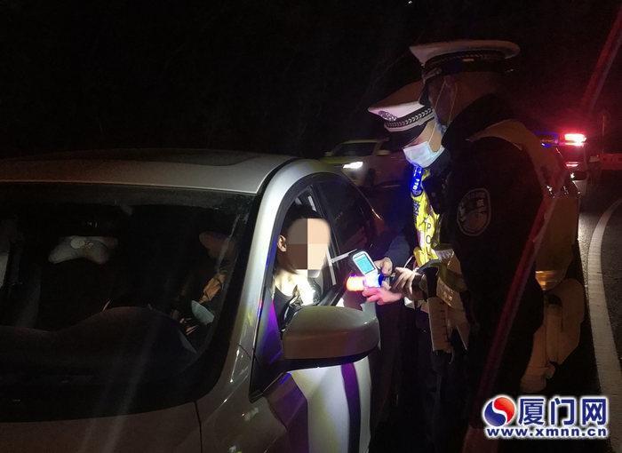 听说家里孩子突然发烧 男子从厦门醉驾回晋江被吊销驾照