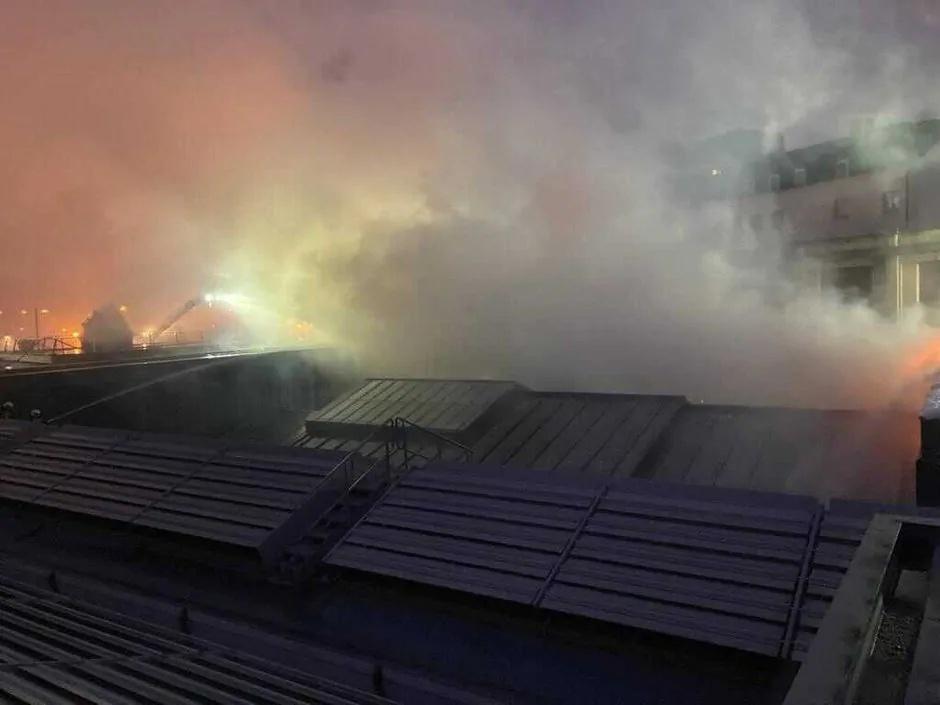 比利时布鲁塞尔美术宫屋顶起火 未向建筑内部蔓延