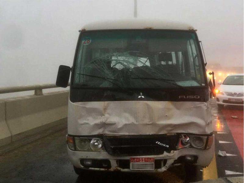 阿联酋阿布扎比19车连环相撞 事故已致1死8伤