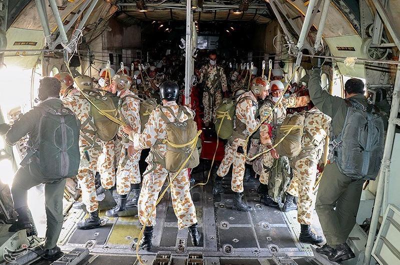 伊朗军队陆军在伊朗东南部沿岸地区进行军演